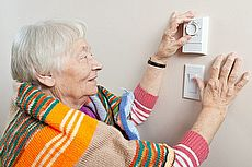 energy thermostat old lady